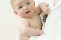 107 Niño con pediatra 3x3 cm