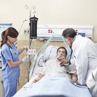 145 Médico y enfermera en UCI 3x3 cm