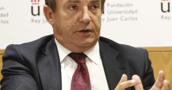 106 Javier Castrodeza 3x3 cm