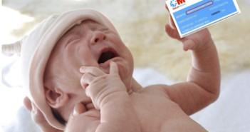 115 Bebe con tarjeta sanitaria 3x3 cm