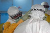 Preparing_to_enter_Ebola_treatment_unit_(5)